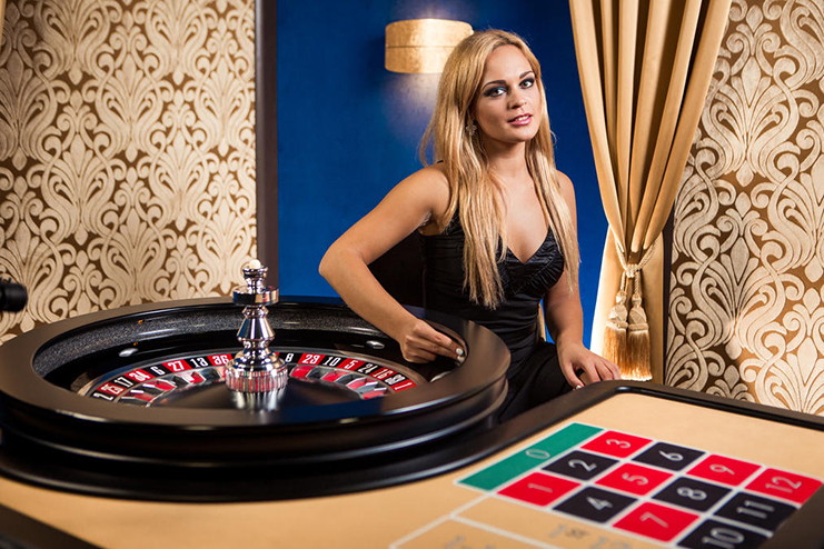 live roulette female dealer